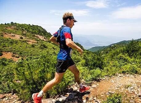 越野跑与路跑的区别 上肢力量要求更高