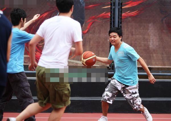 丁俊晖世界第一奇迹,库里送惊喜,世界膜拜,即时比分丨第一足球网