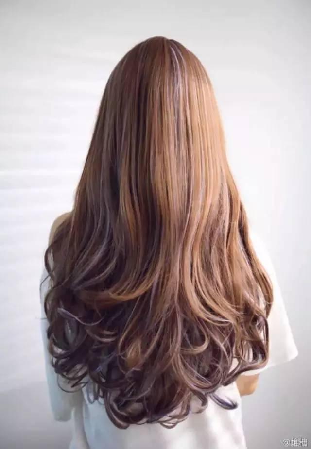 说白了就是,一缕头发烫成卷发,另一缕保持直发(或者自然状态),就不是图片