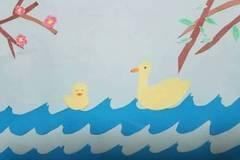 (张润涵的剪贴画作品《惠崇春江晚景》)   儿童教育从诗教开始.