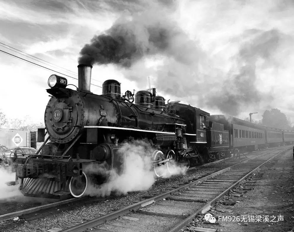 石塘湾一八旬老人突然瘫坐铁轨 此时火车排山倒海呼啸而来