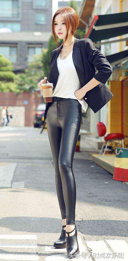 女人穿上紧身裤凹凸有型,让人一饱眼福图片