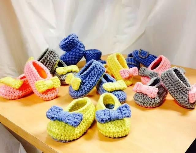 相信很多会编织的宝妈,拿起钩针的初衷都是被那些可爱的宝宝鞋萌到的