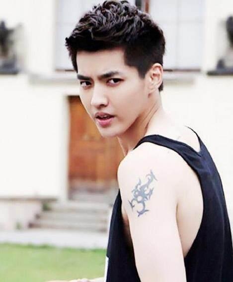 身上有纹身的鹿晗,张艺兴可爱,杨洋陈伟霆很霸气