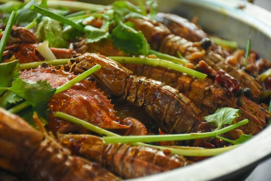 就被皮皮虾的美味征服咯,从此一发不可收拾……   皮皮虾每只都个大图片