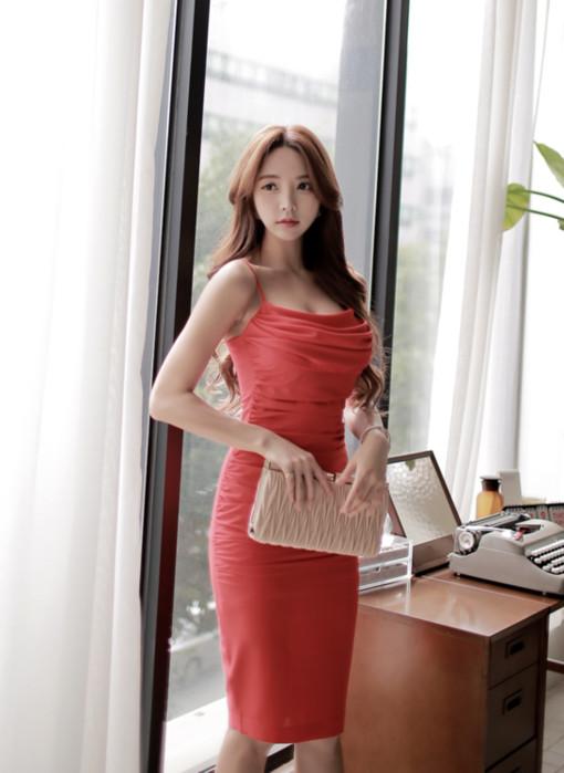 红色低胸包臀裙 包不住火辣性感的身体