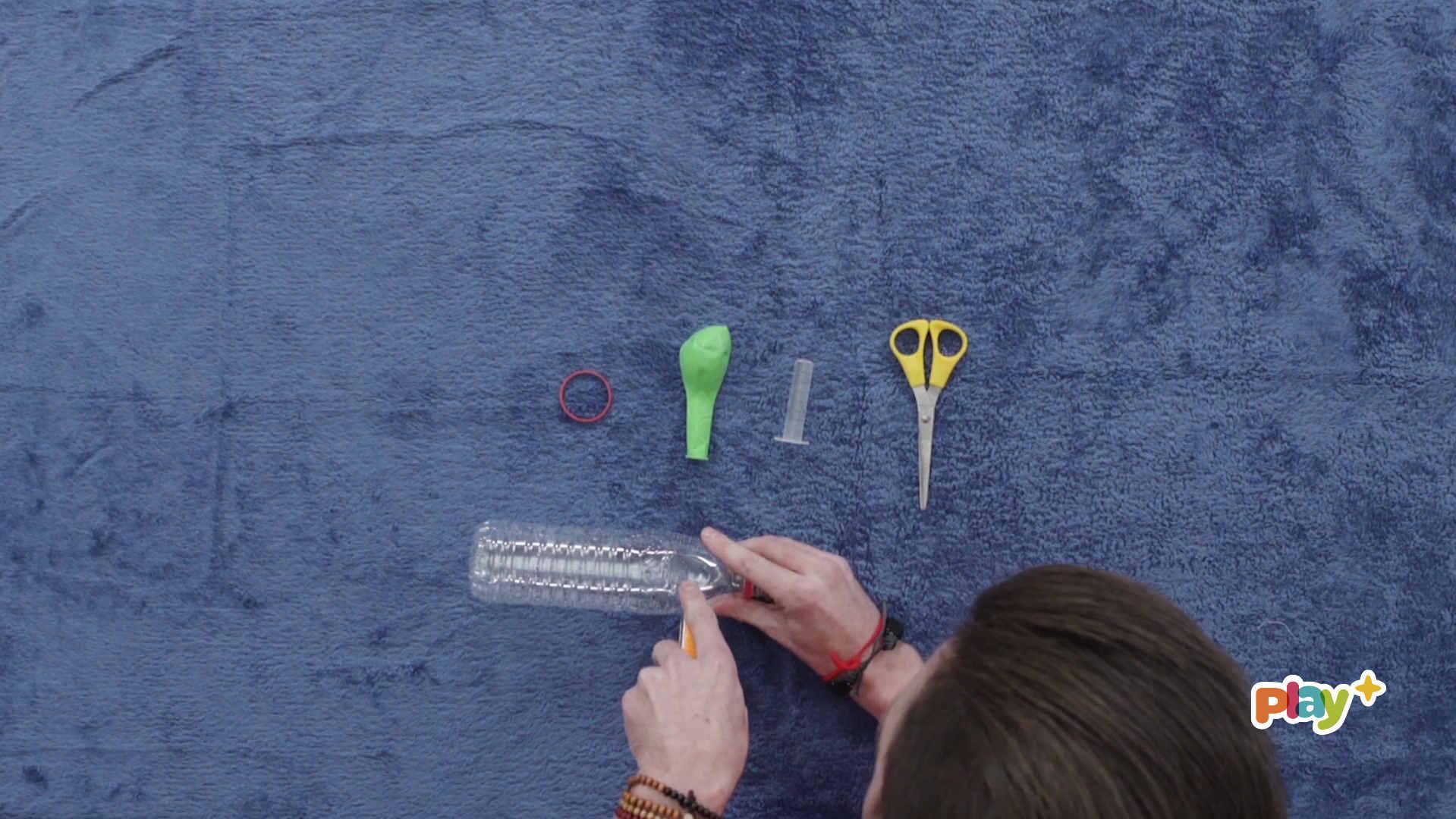 《 小喇叭》 有趣的手工制作能激发幼儿动手制作的兴趣和欲望 以下为