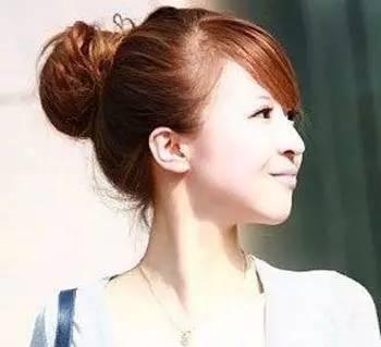 【简单学生扎发发型】几种简单扎头发的发型图片