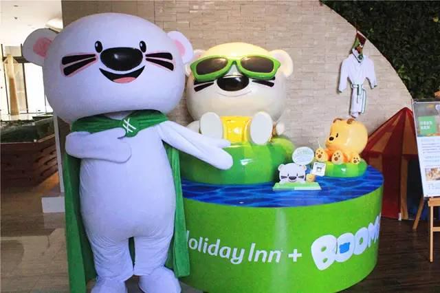 4月20日抢 酒店BOOMi主题童趣房,在这片 会唱歌的沙滩 与小熊BOOMi一起开启清新的度假之旅