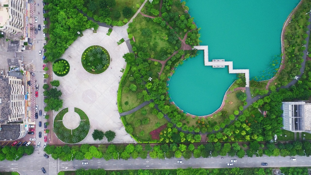 茂名市南香公园_航拍南香公园,静美如诗.这样的社区公园茂名还有很多