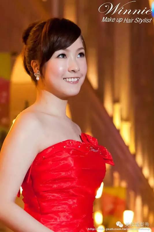 气质新娘红色晚礼服造型 打造魅力女神图片
