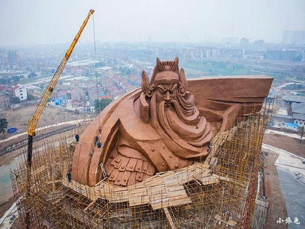 世界上最大的关公像,高达58米(青龙偃月刀长70米)