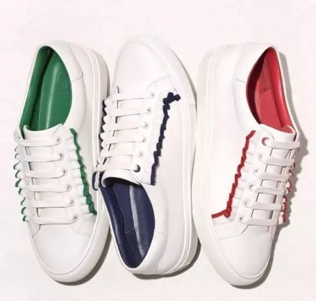 最近女明星都在穿什么样的小白鞋呢?图片