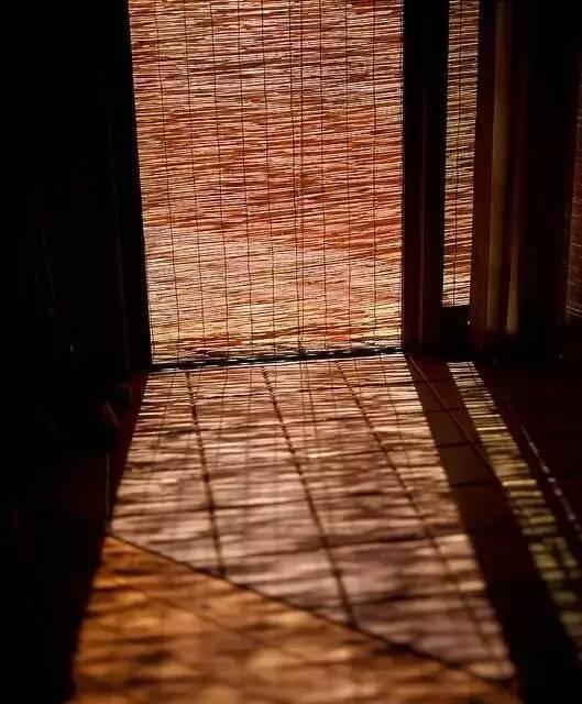 研究他的开放式书架;画了图纸跑门市,槽钢角铁焊接大框架;木