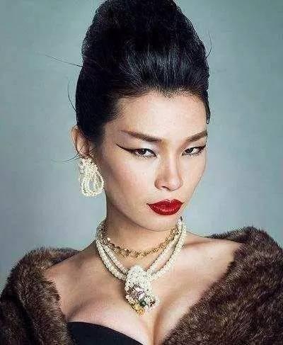 中国第一名模吕燕,长相奇丑,凭什么成了世界级超模