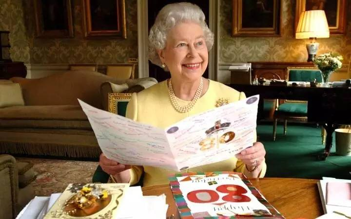 85岁的中国老奶奶,活得比英国女王还漂亮!