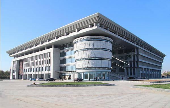 阅读证可在河南科技大学图书馆内使用,活动具体时间为本周日9:30
