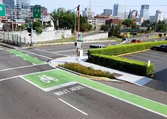自行车停车位 虽然共享单车方面了大家最后一公里的出行,但是停放