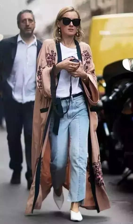 白T 牛仔裤才是春季满分组合,景甜穿上简约却最经典时髦
