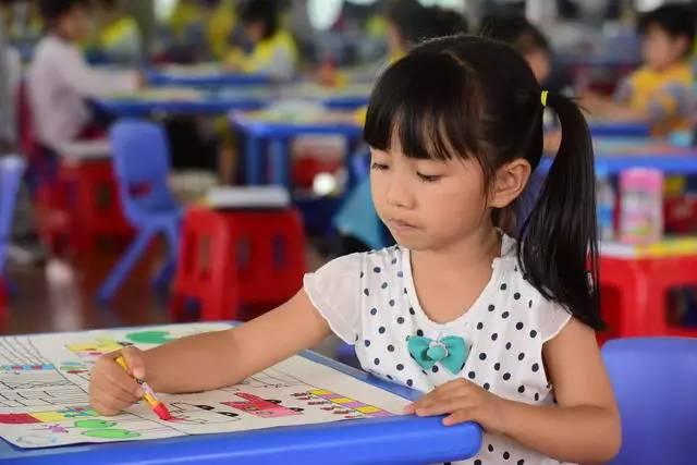 琼海 小手拉大手 共绘文明城 结果她火了 视频 搜狐教育 搜狐网