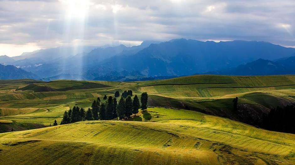 不会开车也能自驾游!穿越北疆4000公里大环线,听驼铃声缈天山