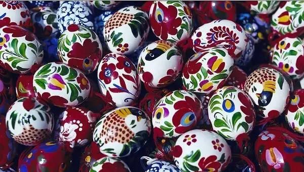 琳琅满目的鸡蛋壳手工绘画作品,京剧脸谱,青花瓷图片