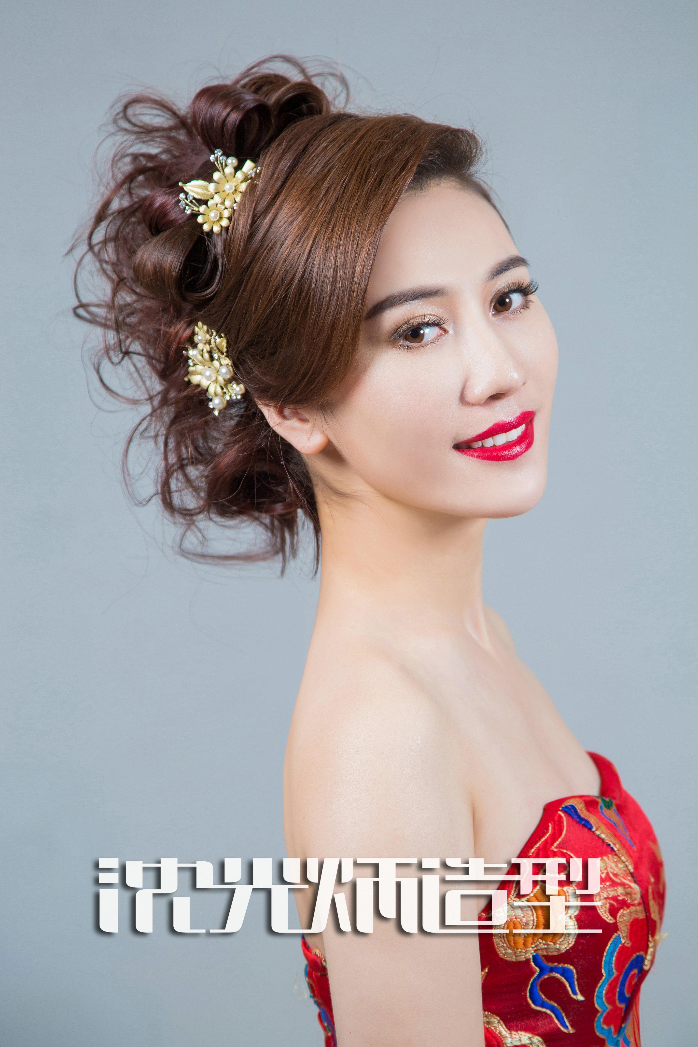 中式新娘盘发造型设计