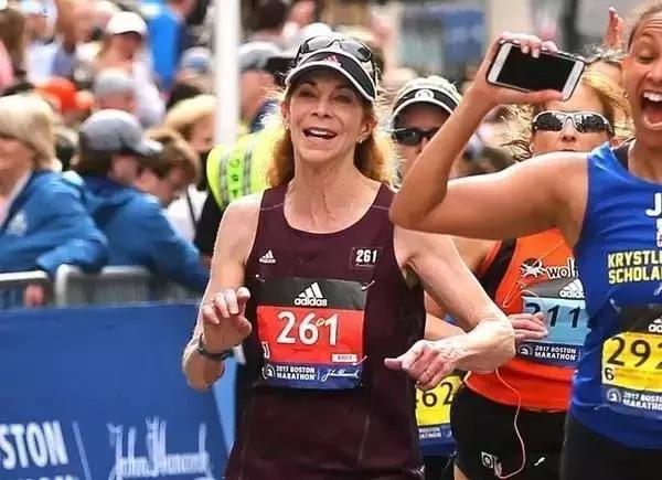 她是第一个拿到马拉松女性牌的电影,无畏的261号周星驰卧底的号码图片