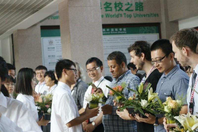 亲,您有一份来自义乌高中高中课程学校的枫叶喜欢遇到国际人的图片