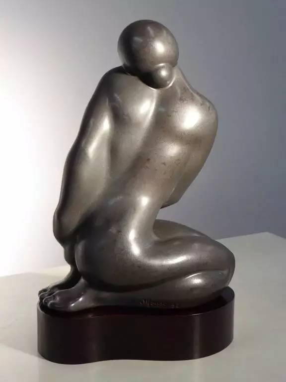 白铜女性现代人体雕塑3
