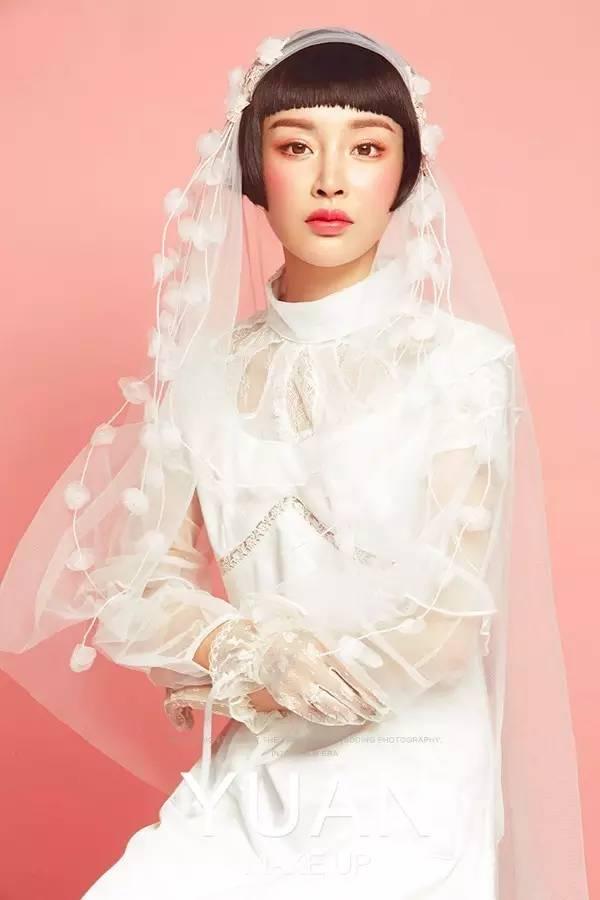 唯美浪漫的头纱让新娘尽显甜美,齐耳短发更是增添了几分女人味,衬托出图片