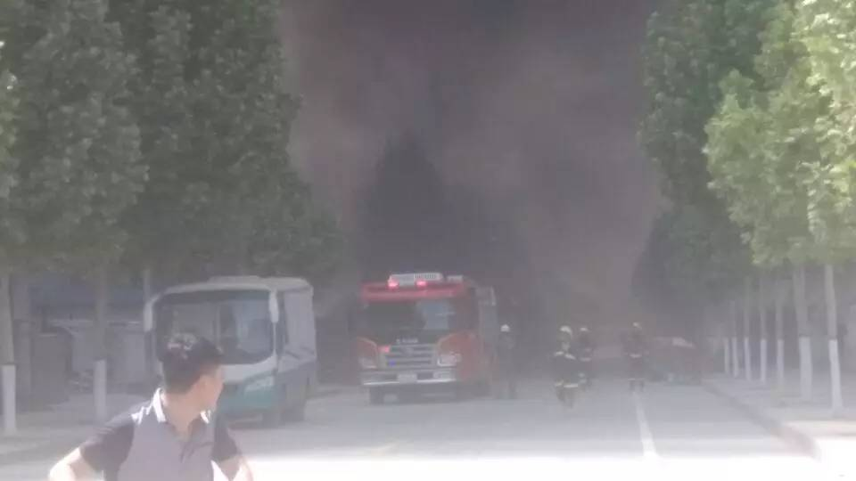 惨!郑州一大型印刷厂失火损失惨重可能殃及两家印刷厂及一家塑料