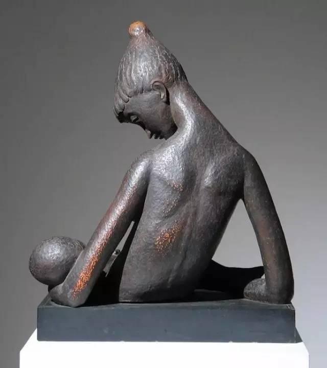 母乳女性现代人体雕塑6