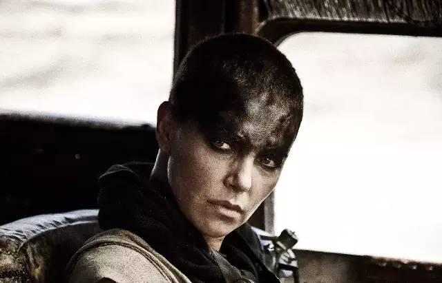 可以靠脸,她却成为了 女魔头 和 速8 大反派