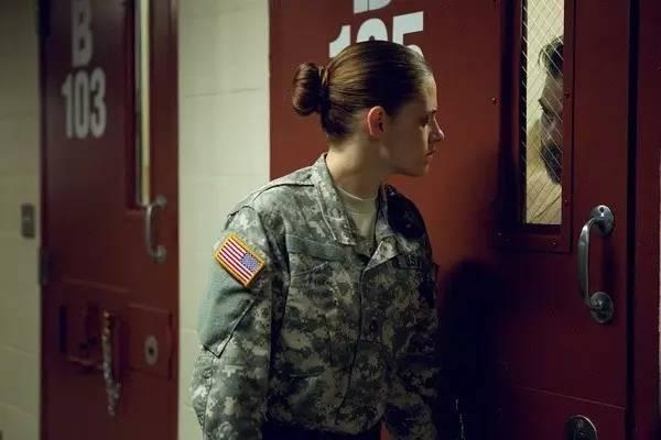 这群比超模还要有看头的军事女孩,请给我来一万打!