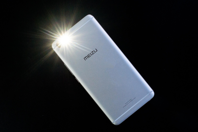魅蓝E2评测:闪光灯天线一体化设计的照片 - 8