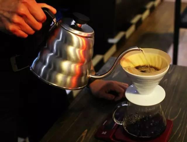 【技術貼】手沖咖啡實用技巧,深度淺度烘焙的咖啡萃取法