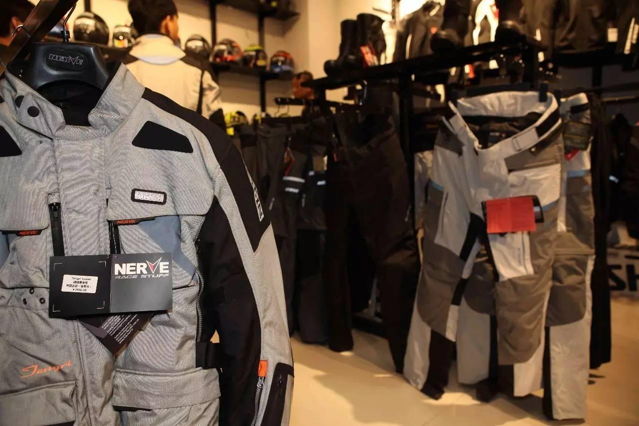 玩车装备一站式购物新选择北京MAXBIKE骑士装备店盛大开业_北京赛