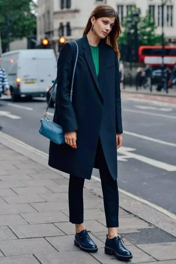 这三款平底鞋配大衣,经典又时髦,绝对是气场十足! 服饰潮流 图59