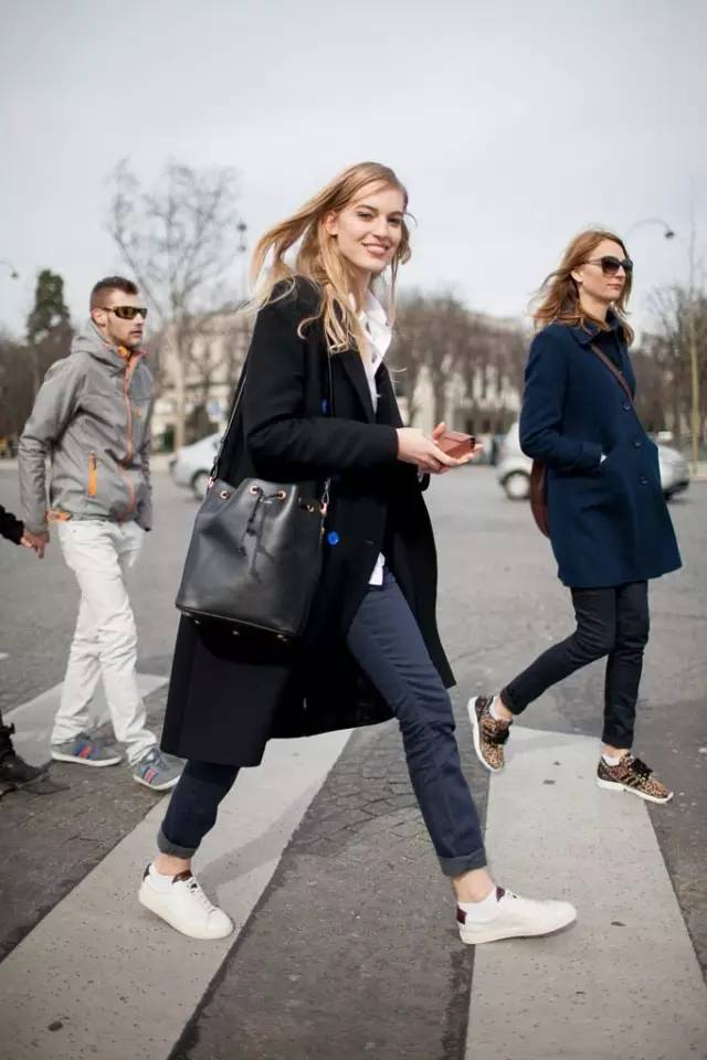 这三款平底鞋配大衣,经典又时髦,绝对是气场十足! 服饰潮流 图12