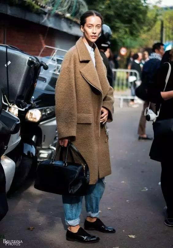 这三款平底鞋配大衣,经典又时髦,绝对是气场十足! 服饰潮流 图45