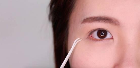 李小璐眼皮宽窄切换自如,秦海璐啥时候割了她价值百万的单眼皮? 美容护肤 图31