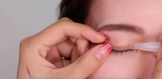 李小璐眼皮宽窄切换自如,秦海璐啥时候割了她价值百万的单眼皮? 美容护肤 图32