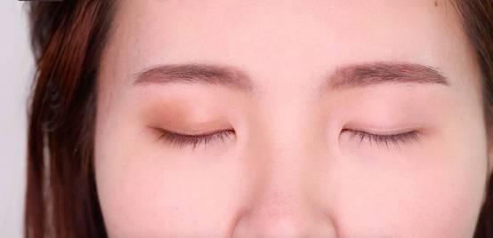 李小璐眼皮宽窄切换自如,秦海璐啥时候割了她价值百万的单眼皮? 美容护肤 图36