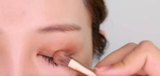 李小璐眼皮宽窄切换自如,秦海璐啥时候割了她价值百万的单眼皮? 美容护肤 图24