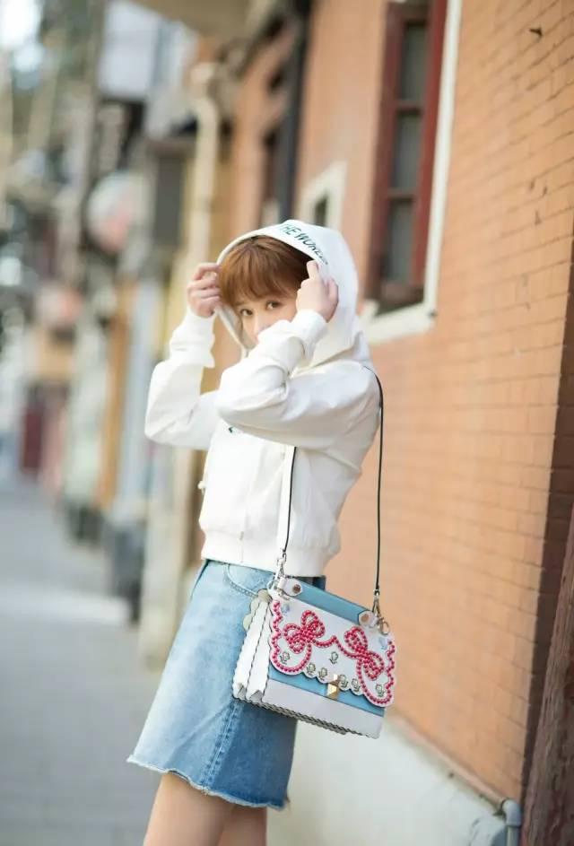 """春天穿""""大""""不穿""""小"""",这8件衣服越大越时髦! 服饰潮流 图20"""