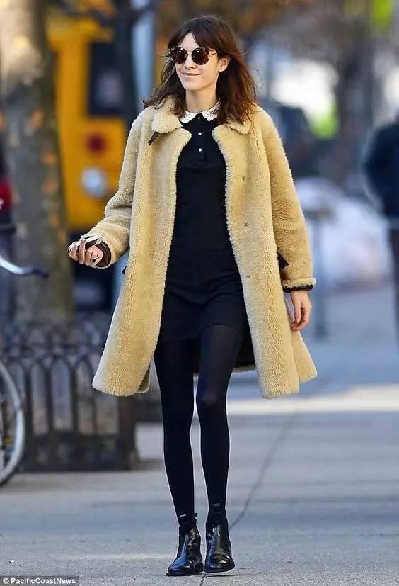 这三款平底鞋配大衣,经典又时髦,绝对是气场十足! 服饰潮流 图88