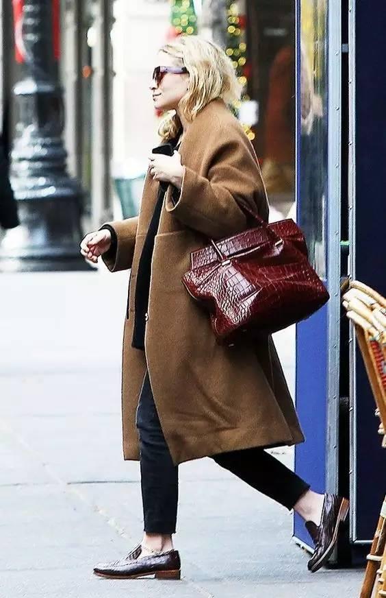这三款平底鞋配大衣,经典又时髦,绝对是气场十足! 服饰潮流 图40