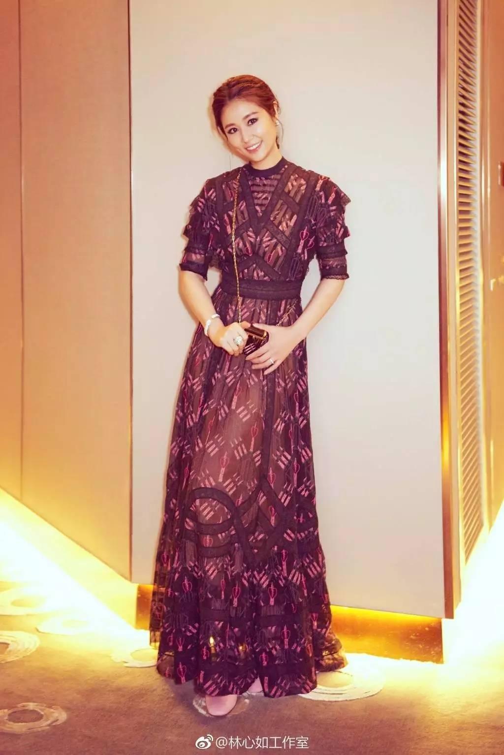 这是夏季最有女人味的一条连衣裙! 服饰潮流 图3
