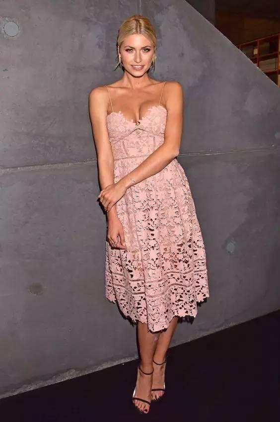 这是夏季最有女人味的一条连衣裙! 服饰潮流 图33